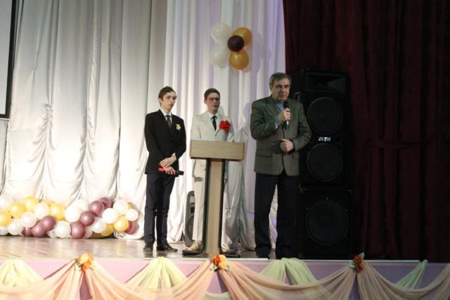 Шкурин А.И. поздравляет женщин и девушек
