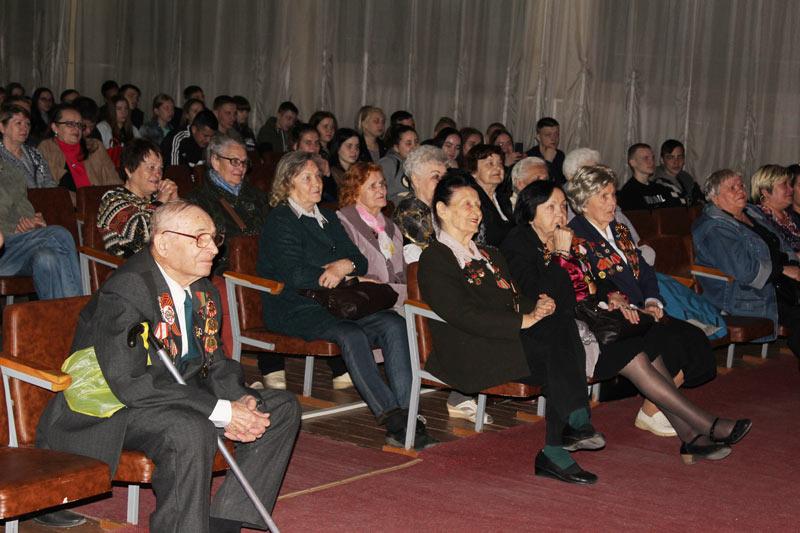 Ветераны на концерте