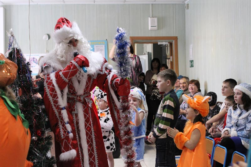 Дед Мороз у детей-сирот