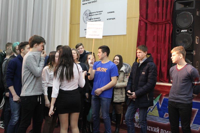 Школьники в политехническом колледже