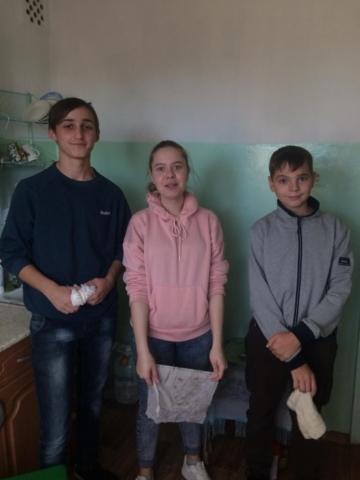Студенты убираются в доме Ветеран